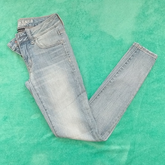American Eagle Outfitters Denim - 💝1/2 OFF💝AEO Super Super Stretch Skinny Jeggings